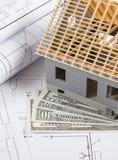 Alloggi in costruzione, dollaro di valute e disegni elettrici, concetto della casa della costruzione Fotografia Stock