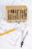 Alloggi in costruzione ed accessori per attingere i diagrammi elettrici per il progetto, sviluppanti il concetto domestico Fotografia Stock