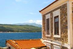 Alloggi e una vista del mar Egeo sull'isola di Samos Immagine Stock Libera da Diritti