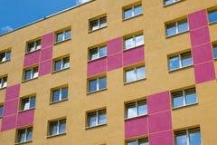 Alloggi i blocchetti del gioco di tetris e della facciata - esterno di costruzione Fotografia Stock Libera da Diritti