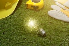 Alloggi il concetto di idee dell'architetto e dell'ingegnere con la lampadina urlo Immagini Stock Libere da Diritti