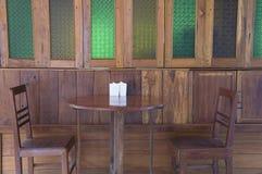 Alloggi il concetto duro della mobilia del laccquer di legno domestico del tek Immagine Stock