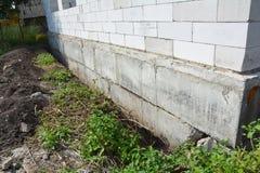 Alloggi il fondamento senza affatto impermeabilizzare, dampproofing ed isolamento Immagine Stock