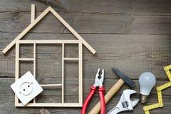 Alloggi il fondo degli strumenti della costruzione e di miglioramento DIY del rinnovamento Fotografia Stock
