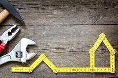Alloggi il fondo degli strumenti della costruzione e di miglioramento DIY del rinnovamento Fotografie Stock