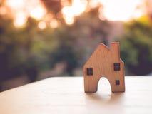 Alloggi il modello nel piano di risparmio per la residenza della gente nella società, p Fotografie Stock Libere da Diritti