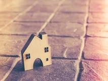 Alloggi il modello nel piano di risparmio per la residenza della gente nella società, p Immagine Stock Libera da Diritti