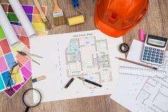 Alloggi il progetto con il casco della costruzione, tavolozza di colore Immagini Stock Libere da Diritti