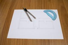 Alloggi il progetto su una tavola con una bussola Fotografie Stock Libere da Diritti