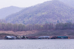 Alloggi il rafting alla diga di Mae Ngad, la provincia di Maetaeng Chiangmai, Tailandia Fotografia Stock