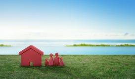 Alloggi il simbolo con l'icona della gente sul terrazzo e l'erba verde vicino alla piscina nella vendita del bene immobile o nel  Fotografia Stock