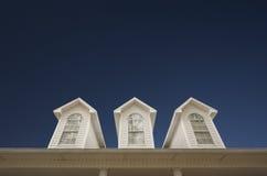 Alloggi il tetto e Windows Immagini Stock Libere da Diritti