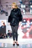 Alloggi l'accumulazione del magnesio delle pellicce durante il modo di Bucarest Immagine Stock