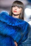 Alloggi l'accumulazione del magnesio delle pellicce durante il modo di Bucarest Fotografia Stock