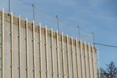 Alloggi l'esterno della costruzione di una costruzione con il legno Immagine Stock