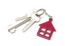 Alloggi la catena chiave a forma di isolata su fondo bianco Immagini Stock