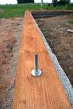 Alloggi la costruzione del fondamento con la plancia di legno ed ancori Fotografie Stock Libere da Diritti