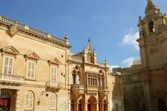 Alloggi la facciata cattedrale al ` s del quadrato e di St Paul del ` s della st Pauls in Mdina, Malta Immagini Stock