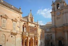 Alloggi la facciata cattedrale al ` s del quadrato e di St Paul del ` s della st Pauls in Mdina, Malta Fotografia Stock Libera da Diritti