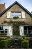 Alloggi la facciata e faccia il giardinaggio, Bruges, Belgio Fotografia Stock