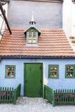 Alloggi la facciata nel vicolo dorato al palazzo in Città Vecchia o Immagine Stock
