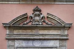 Alloggi la parete con la modellatura nel centro urbano di Valencia Immagine Stock