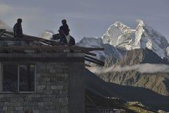 Alloggi la ricostruzione dopo il terremoto dal 25 aprile 2015 nel Nepal, il villaggio di Pheriche (4,371m) Immagine Stock