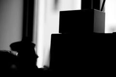 Alloggi la siluetta della roba con luce dal contesto della finestra Fotografia Stock Libera da Diritti