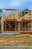 Alloggi la struttura di legname in costruzione per una casa di progressione Fotografia Stock