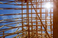 Alloggi la struttura di legname in costruzione per una casa di progressione Immagini Stock Libere da Diritti