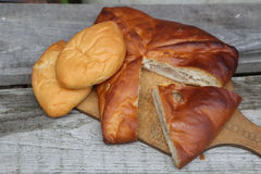 Alloggi la torta di carne e una patata e torte Fotografia Stock
