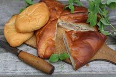 Alloggi la torta di carne e una patata e torte Immagine Stock Libera da Diritti