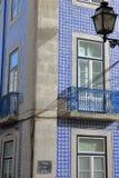 Alloggi le facciate decorate con le mattonelle variopinte e con i balconi dell'inferriata del ferro battuto nella vicinanza di Al Immagini Stock Libere da Diritti