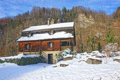 Alloggi vicino alla miniera di sale dell'inverno Bex in Svizzera Fotografie Stock