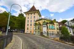 Alloggi visibile dal ponte più basso del portone a Berna Fotografia Stock