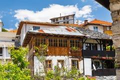 Alloggia la vista del villaggio Delchevo, montagne della Bulgaria, Balcani Immagini Stock Libere da Diritti