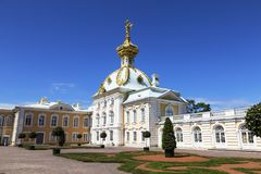 Alloggio araldico di grande palazzo in Peterhof St Petersburg, Immagine Stock