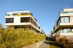 Alloggio moderno nella città - edifici residenziali urbani Fotografie Stock Libere da Diritti
