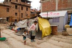 Alloggio temporaneo della tenda per le famiglie in Bhaktapur, Nepal Fotografie Stock Libere da Diritti