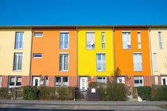 Alloggio a terrazze variopinto a Berlino Fotografia Stock