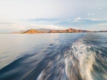 Allontanarsi dall'isola di Rinca Fotografia Stock Libera da Diritti