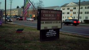Alls-Kirche, Virgina - 25. November: zweites Clip 15 ersten Zeichens Christian Church Routes 7 Leesburg Pike mit Wörter Sonntags- stock footage