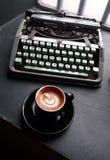 Allt börjar efter kaffe fotografering för bildbyråer