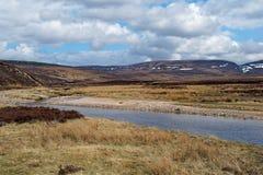 Allt Bhran rzeka, Szkocja w wiośnie Obrazy Stock