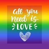 allt förälskelsebehov dig Slogan för glad stolthet med skriftlig bokstäver för hand på en bakgrund för regnbågespektrumflagga stock illustrationer