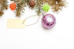 Allt som du behöver dekorera julträdet Dekorativt utrymme för kopia för bollleksak- och gåvaetikett Få klar för jul royaltyfri bild