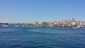 Alltagsleben als Zeitspanne im goldenen Horn, Istanbul stock video