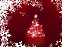 Allumé arbre de Noël avec beaucoup de fusées de lentille Photos stock