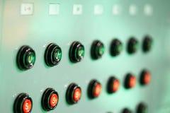 Allume des techniciens commandent le studio Mélangeur léger professionnel photographie stock