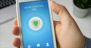 Allumer le mode de connexion sécurisée sur le smartphone pour surfer d'internet sécurisé clips vidéos